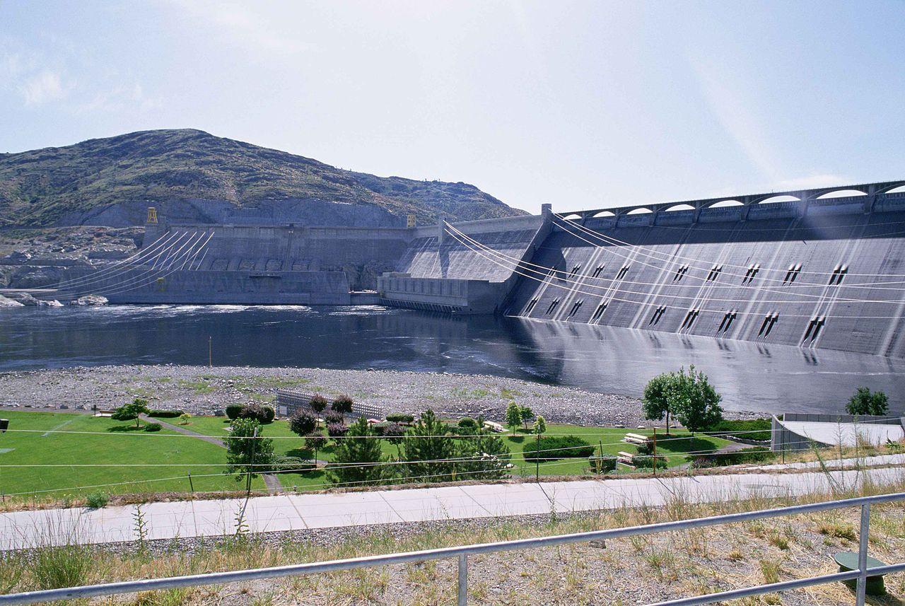 Hydroelectric dam building